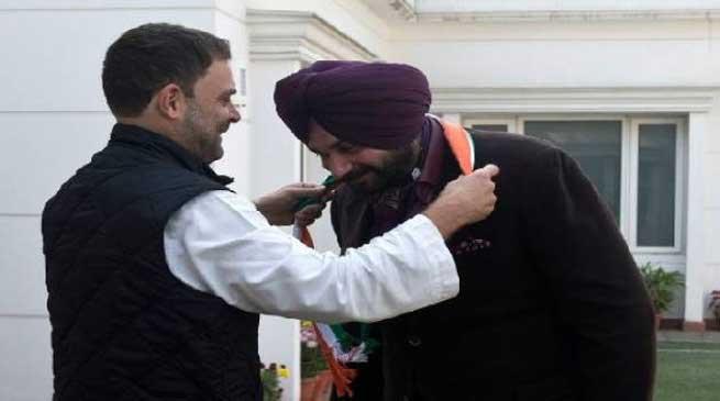 बीजेपी नेता नवजोत सिंह सिद्धू हुए कांग्रेस में शामिल