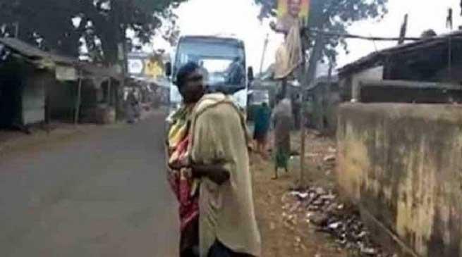 ओडिशा- पिता को 15 किलो मीटर तक कंधे पर ढोना पड़ा बेटी का शव
