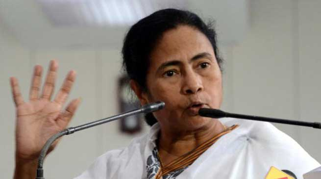ममता बनर्जी ने प्रधान मंत्री नरेंद्र मोदी से माँगा इस्तीफा