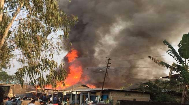 डिब्रूगढ़ में भीषण आगजनी