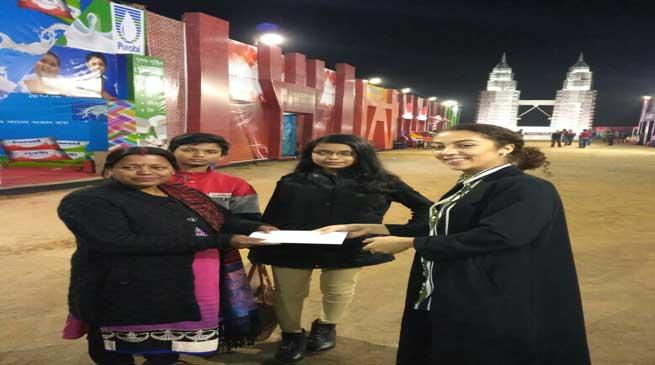 एंट्री टिकेट्स की लकी विजेता अलका दास