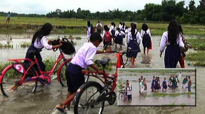छात्रों ने उठाई गौरांग नदी पर पुल बनाने की मांग