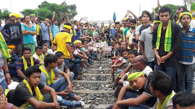 आक्रासू का रेलवे मार्ग अवरोध