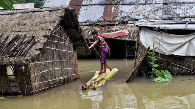 असम में बाढ़ के हालात में कोई सुधार नहीं