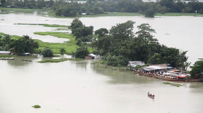 ताजा बाढ़ की चपेट में असम, आठ जिले प्रभावित