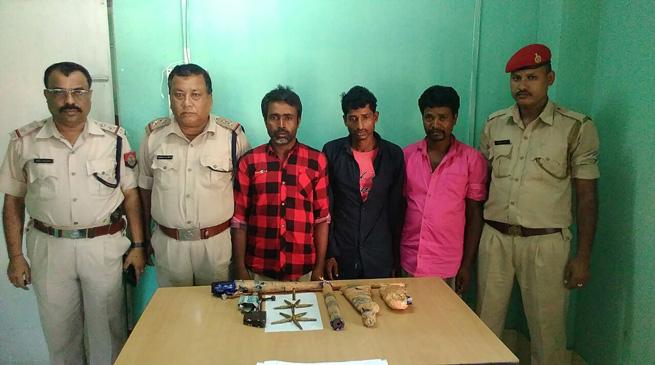 हथियारों समेत तीन अवैध शिकारी गिरफ्तार