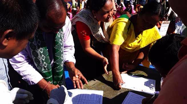 बोड़ोलैंड की मांग में धरना व खून से हस्ताक्षर