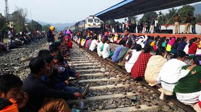 असम: दिमा हसाओ में प्रदर्शन जारी, रेल यातायात ठप, हजारों यात्री फंसे