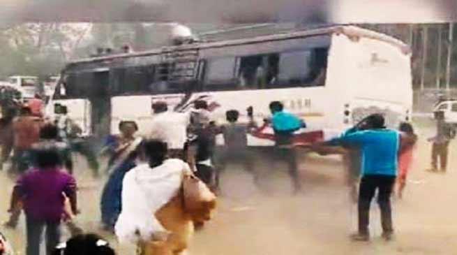 असम: पिकनिक मना रहे लोगों को बस ने कुचला, विडियो हुआ वायरल