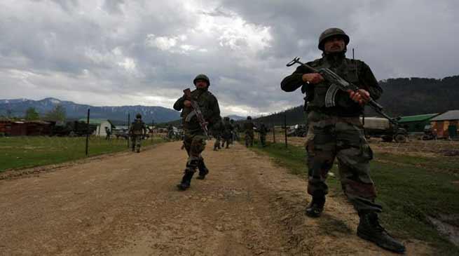 चीन पर भारत की नज़र, अरुणाचल सीमा पर बढ़ाए सैनिक, मिसाइल औरतोपें की तैनात