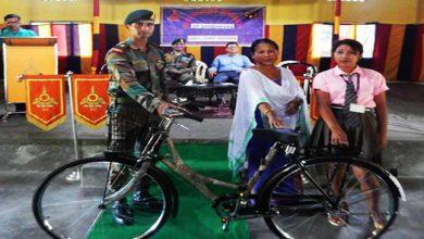 Photo of असम: कोकराझार में सेना द्वारा छात्राओं को साइकिल वितरण