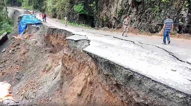 सिक्किम देश से कटा: बारिश, भूस्खलन के चलते एनएच-31 ए बंद