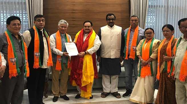 सिक्किम: चामलिंग की पार्टी SDF के 10 विधायक BJP में शामिल