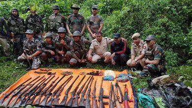 Photo of असम के जंगल से सेना और पुलिस ने भारी मात्रा में हथियार और गोला-बारूद बरामद किया