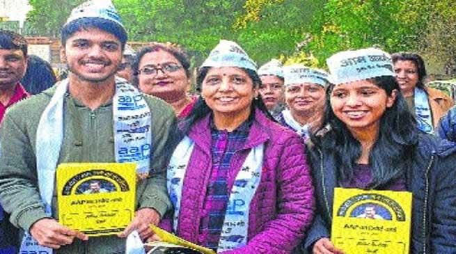 दिल्ली विधान सभा चुनाव प्रचार में जुटा केजरीवाल परिवार